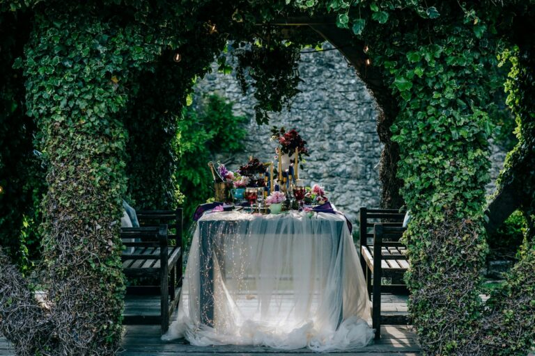 elope to kent tablescape